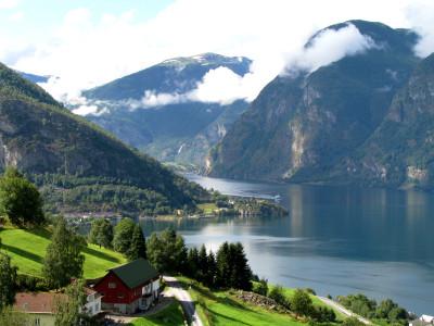 Tapeta: Aurlandsfjord, Norsko
