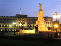 Tapeta Buckingham Palace v noci