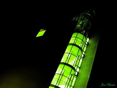 Tapeta: budova v noci