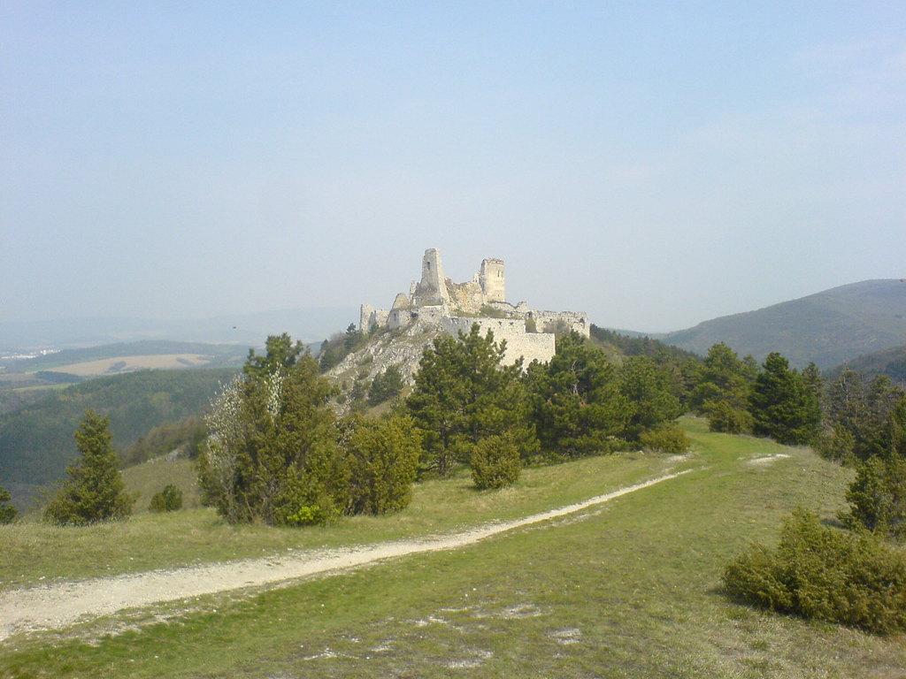 Tapeta cachticky_hrad