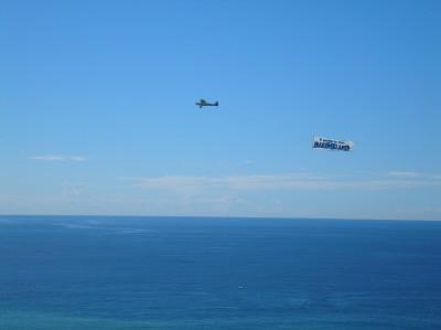 Tapeta: Calella-letadlo s reklamou