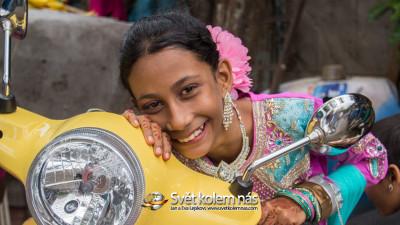 Tapeta: Dívka na skútru