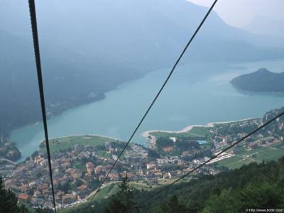 Tapeta: Dolomity jezero Molveno