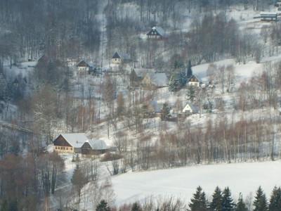 Tapeta: Domečky pod sněhem