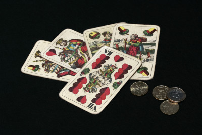 Tapeta: karty a mince