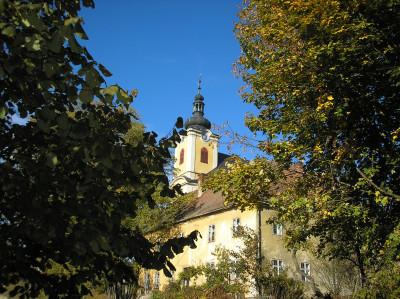 Tapeta: Kostel a fara v Radiměři