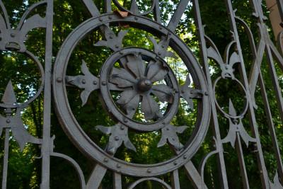 Tapeta: Kovaná brána - detail 1