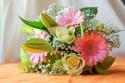 Tapeta Kytice z gerber, lilie a růží