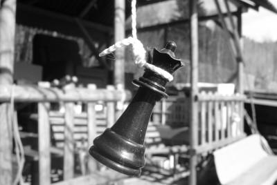 Tapeta: Obesena sachova figurka