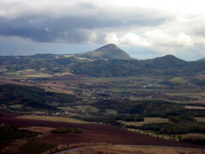 Tapeta: Podzim pod Milešovkou
