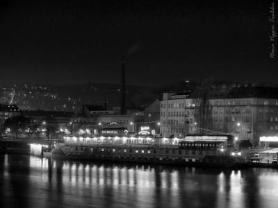 Tapeta: Praha ve tmě