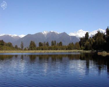 Tapeta: Reflective Waters