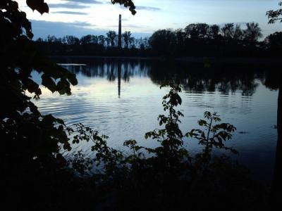 Tapeta: rybník v šeru