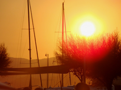 Tapeta: slunce nad saint tropez