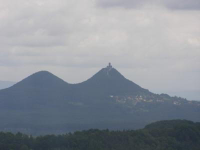 Tapeta: V pozadí Bezděz