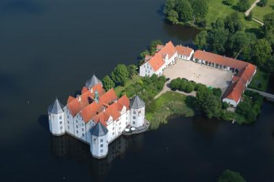 Tapeta: Vodní zámek Glücksburg (2)