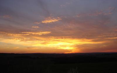 Tapeta: západ slunce na vysočině2