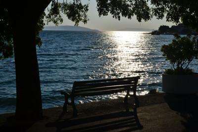 Tapeta: zátiší s lavičkou