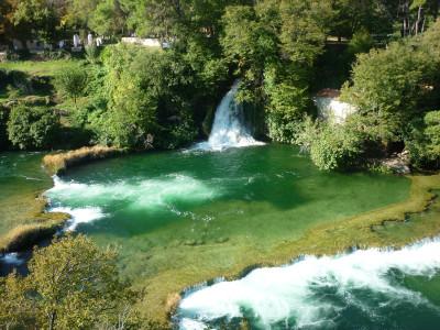 Tapeta: Zelená řeka