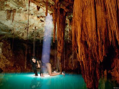 Tapeta: Žena v Jeskyni