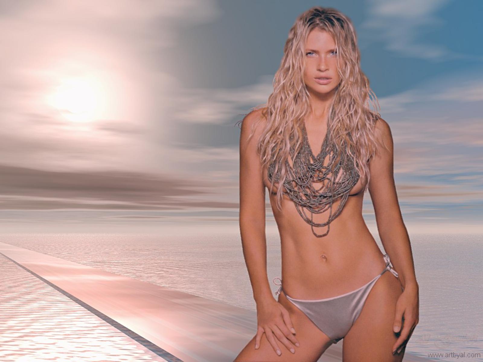 Daniela Pestova Topless